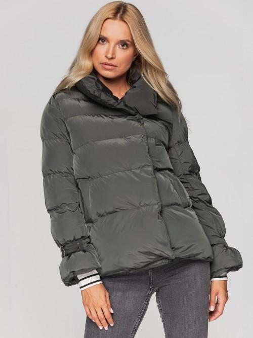 Krótka stylowa kurtka ze zdobieniami