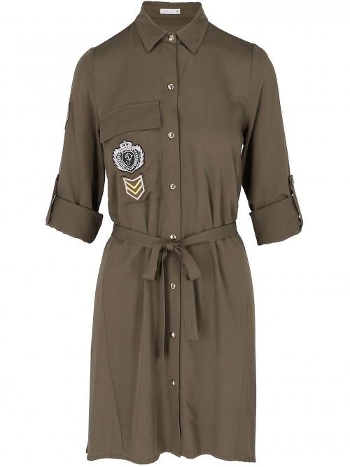 Sukienka w stylu militarnym